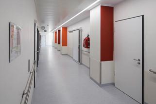 Blick in einen Krankenhausflur