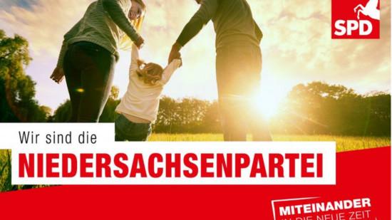 """Familie mit Text """"Wir sind die Niedersachsenpartei"""""""